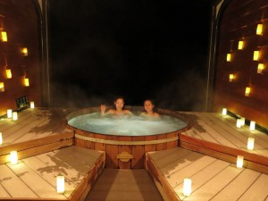 28-ZQN-Onsen-Hot-Pool-with-people