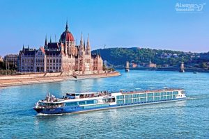 01_vista_exterior_hungary_budapest_danube_parliament_blur